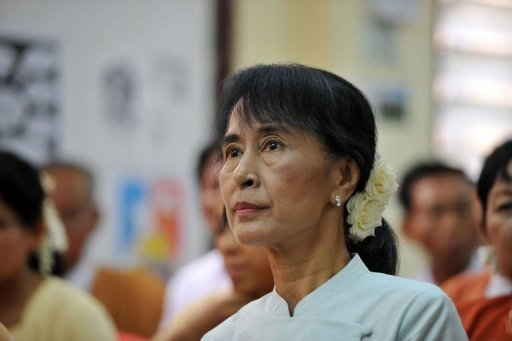 Myanmar opposition leader Aung San Suu Kyi attends a meeting of elected National League for Democracy (NLD) officials at their party headquarters in Yangon on April 19, 2012. Suu Kyi and other newly elected members of her party plan to boycott parliament next week over a row about the constitutional oath, a party spokesman said Friday